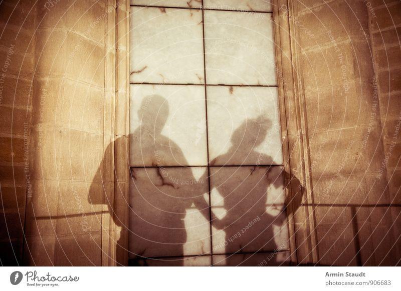 Schattenpaar Mensch maskulin feminin Frau Erwachsene Mann Familie & Verwandtschaft Paar 2 Mauer Wand Kommunizieren sprechen stehen dunkel einfach braun Gefühle