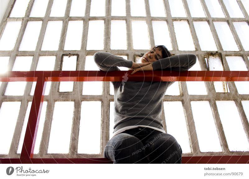 anemon #4 Frau rot schwarz grau dreckig Haut Glas Beton durchsichtig Geländer