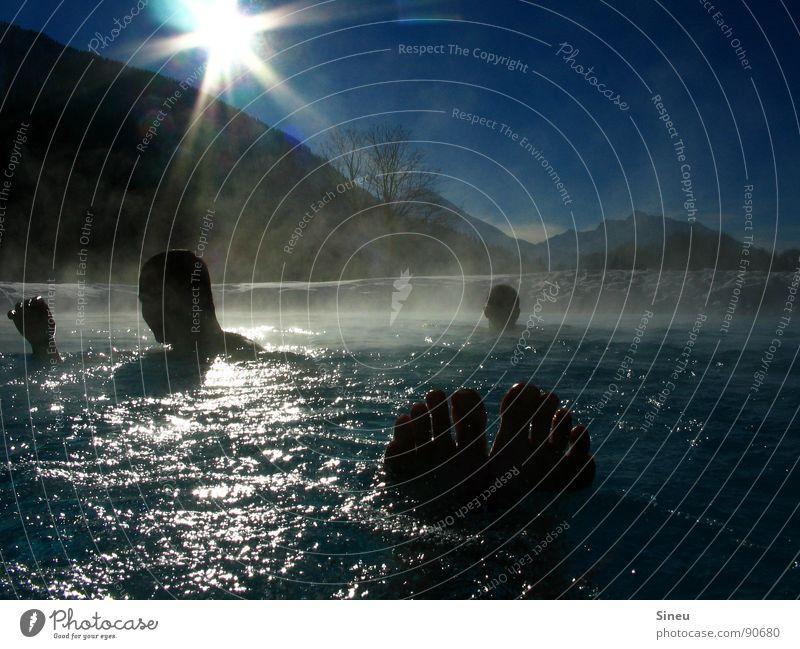 Gipfelstürmer Sonne Sonnenstrahlen Gegenlicht Freibad Schwimmbad Planschbecken Schwimmen & Baden Wasserdampf Nebel Zehen Fußbad Erholung Wellness heiß kalt