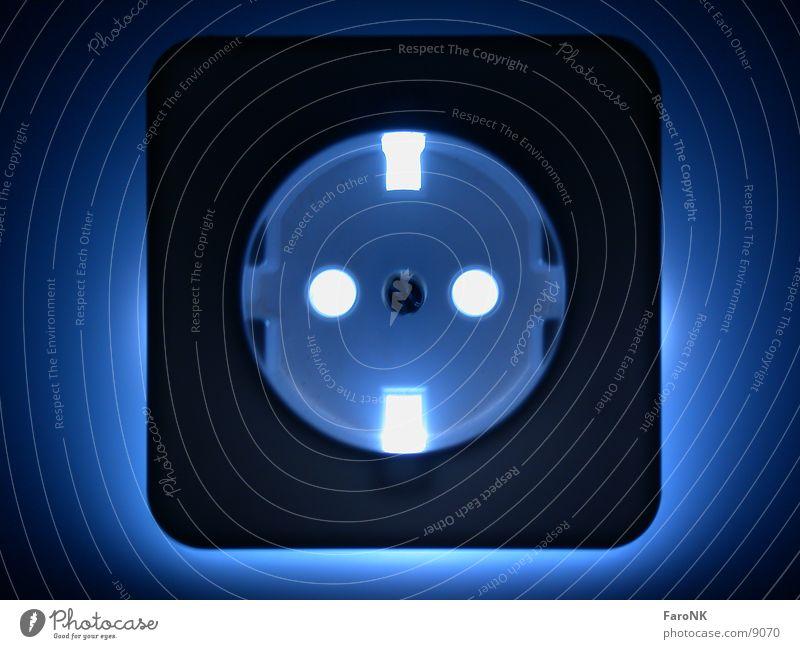 Energie Elektrizität Steckdose Makroaufnahme Nahaufnahme Energiewirtschaft blau