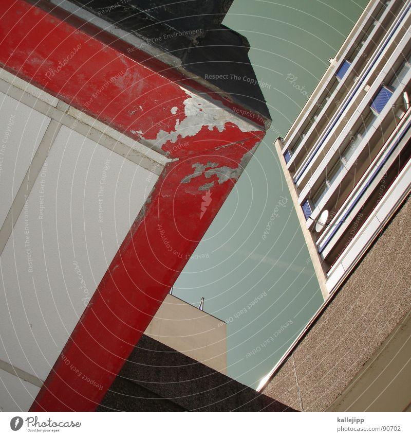 ums eck Armutsgrenze Hinterhof Plattenbau Fassade Lichthof Fenster Brandmauer Alexanderplatz Osten Wohnanlage Treppe Astronaut Satellitenantenne Ostzone