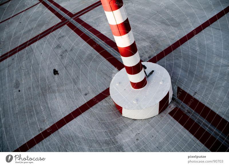 ringelturm im linienmeer Asphalt Parkplatz parken rot Kreis Platz unbeständig Teilung Beton Parkhaus Symbole & Metaphern Warnfarbe Linie Orientierung