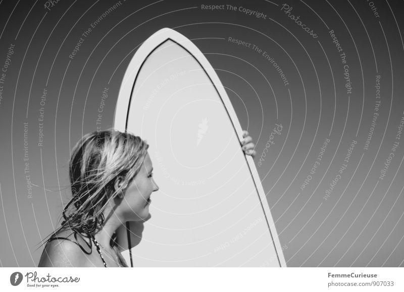 SurferGirl_16 Mensch Frau Ferien & Urlaub & Reisen Jugendliche Meer Junge Frau ruhig 18-30 Jahre Ferne Erwachsene Bewegung feminin Haare & Frisuren Freiheit