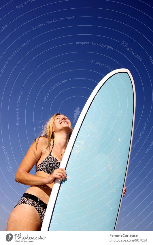 SurferGirl_15 Mensch Frau Ferien & Urlaub & Reisen Jugendliche Sommer Sonne Meer Junge Frau Freude 18-30 Jahre Strand Ferne Erwachsene Leben Bewegung feminin