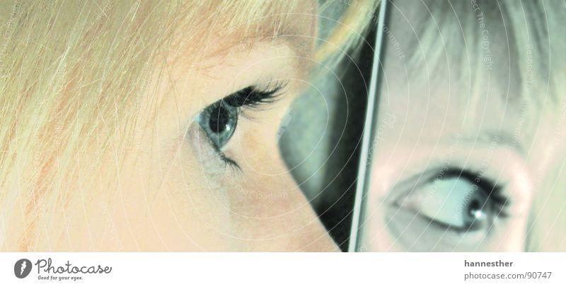 spiegeleye Frau schwarz Gesicht Auge feminin dunkel Haare & Frisuren Denken hell blond warten Nase trist beobachten Spiegel Konzentration