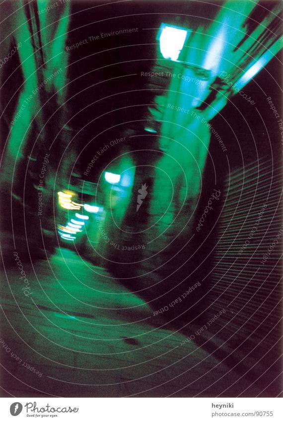 too drunk... one mehrfarbig Gasse Nacht dunkel Laterne grün Verkehrswege Farbe Unschärfe blau schrill