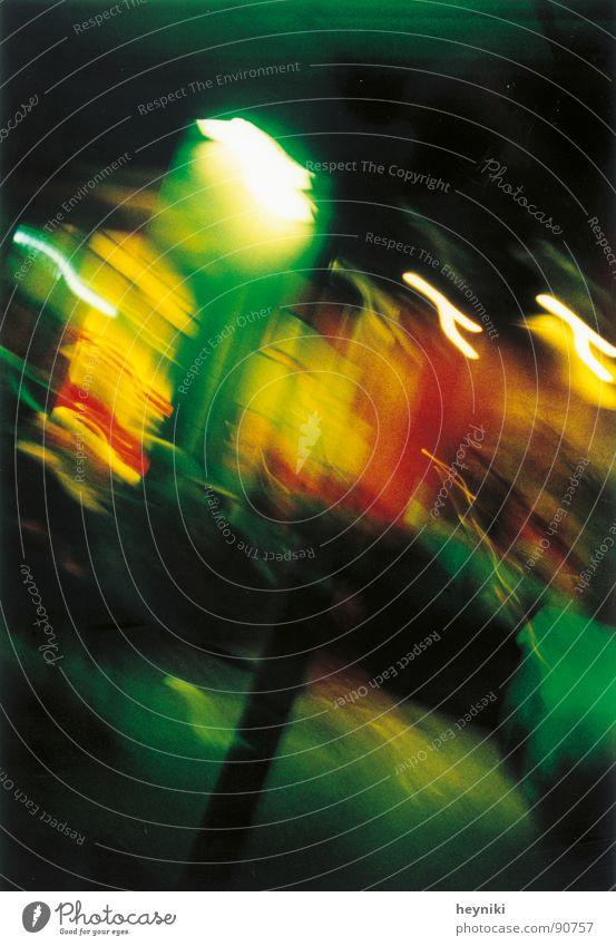 too drunk... two mehrfarbig verrückt grün gelb rot Laterne Langzeitbelichtung Verkehrswege Farbe Licht Straße Unschärfe