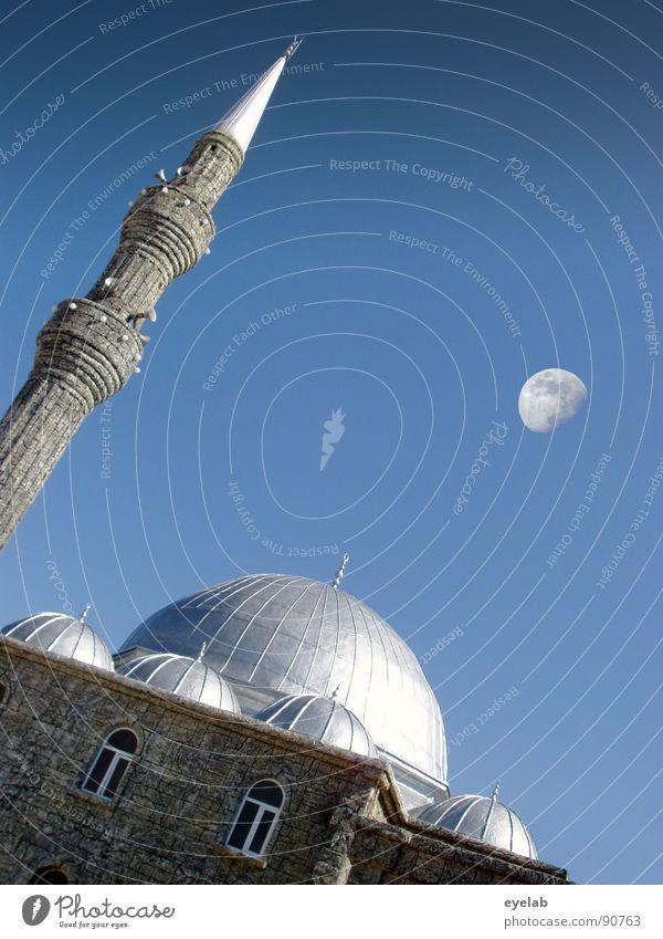 Der Muezzin hat jetzt mal Pause Himmel Sonne blau Sommer Haus Fenster Gebäude Religion & Glaube Macht Frieden Turm Asien Mond Lautsprecher Krieg silber