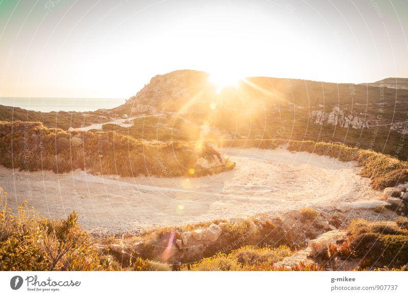 Wanderweg Umwelt Natur Erde Sonne Sommer Felsen Ferne frei groß heiß trocken Wärme gelb gold Unendlichkeit wandern Farbfoto Außenaufnahme Menschenleer Abend