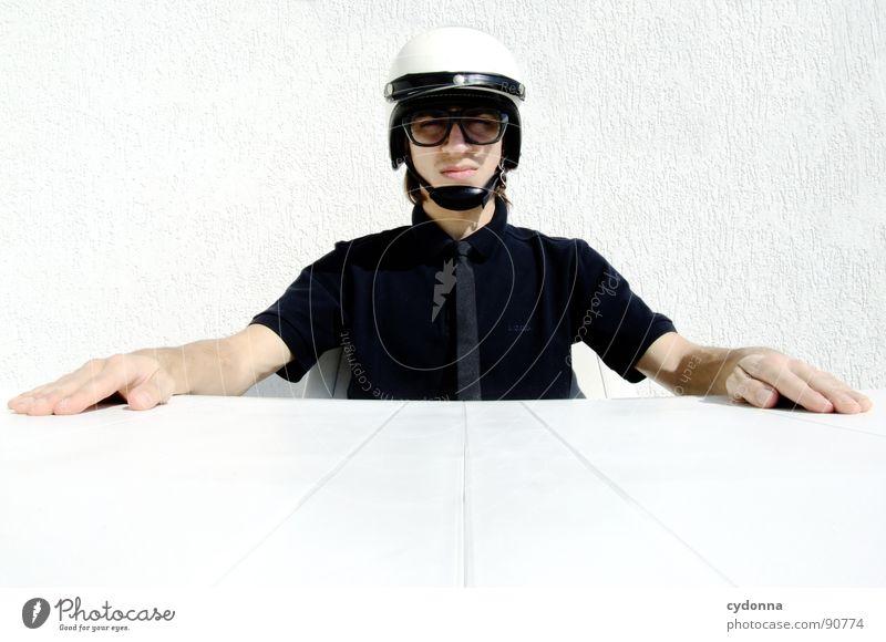 Special Agent Mensch Mann weiß Freude Gefühle Stil lustig verrückt sitzen Tisch Coolness Brille Maske außergewöhnlich Ladengeschäft Anzug