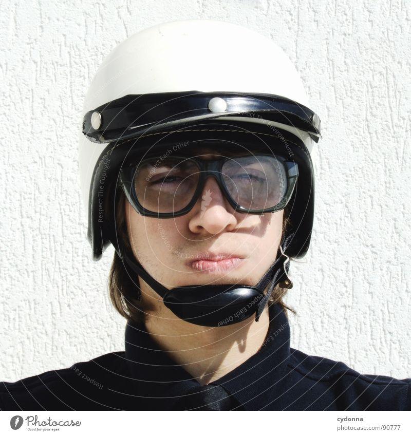 Special Agent III Mensch Mann weiß Freude Gesicht Gefühle Stil lustig verrückt sitzen Tisch Coolness Brille Maske außergewöhnlich Ladengeschäft