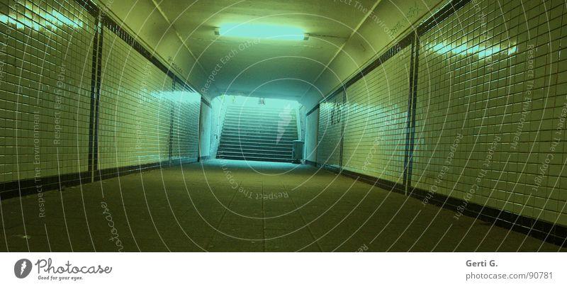 subway Tunnel Nacht Bildausschnitt eckig türkis gelb Schacht Eisenbahn Fußgängerunterführung Fliesen u. Kacheln Köln lang Ferne tief dunkel Licht