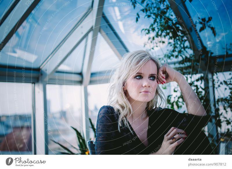 Erholung Leben feminin Stil Haare & Frisuren außergewöhnlich Feste & Feiern hell träumen Freizeit & Hobby Lifestyle wild elegant blond authentisch verrückt