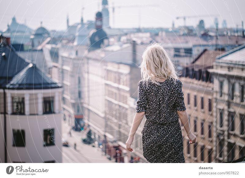 Dachflächen elegant Stil Freude Leben harmonisch Erholung Freizeit & Hobby Ausflug Abenteuer Freiheit Flirten feminin Riga Lettland Hauptstadt Skyline einfach