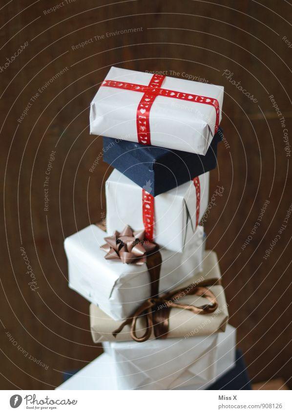 """""""Brav"""" zahlt sich aus Weihnachten & Advent Feste & Feiern Stimmung Geburtstag Geschenk viele Reichtum Vorfreude Verpackung Stapel Schleife schenken Paket"""
