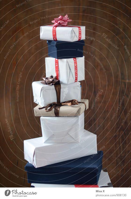 noch höher Weihnachten & Advent Feste & Feiern Stimmung Geburtstag hoch Geschenk Papier Reichtum Vorfreude Verpackung Stapel Schleife schenken Paket