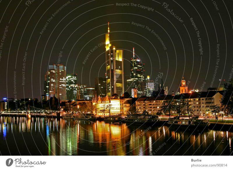 Frankfurt am Main bei Nacht Wasser ruhig Lampe Hochhaus Romantik Frieden