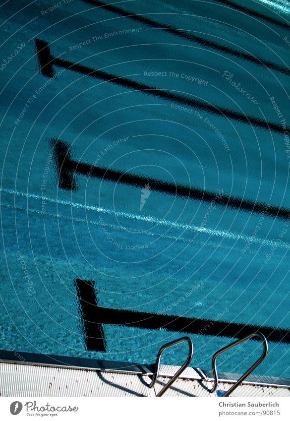 Badesasion 2007.2 Wasser grün blau Sommer kalt Sport Spielen Treppe Eisenbahn Schwimmbad Klarheit Fliesen u. Kacheln Geländer fließen Urin Ausscheidungen