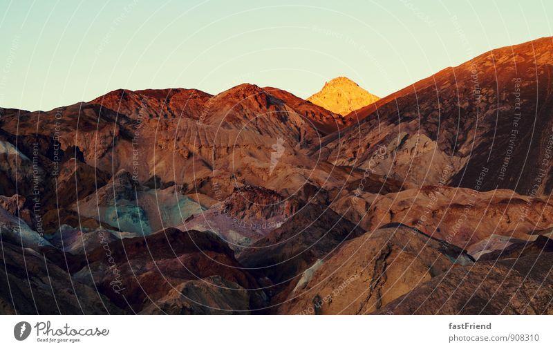 Farbenfroh in der Wüste Natur Landschaft Erde Hügel Felsen Berge u. Gebirge leuchten Ecke Spitze Sonne Sand mehrfarbig Death Valley National Park Farbfoto