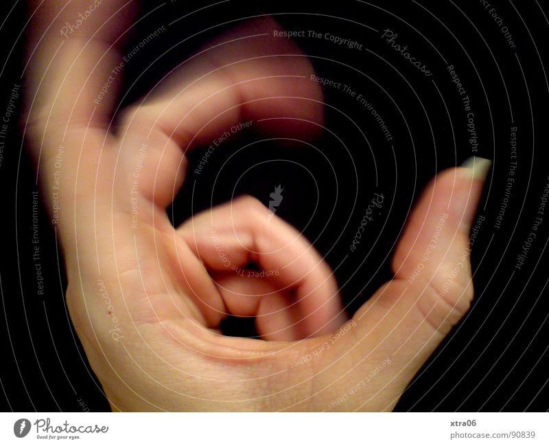 bewegte Hand 6 Finger Fingernagel Geschwindigkeit schwarz Mensch Bewegung schärfe-unschärfe Haut