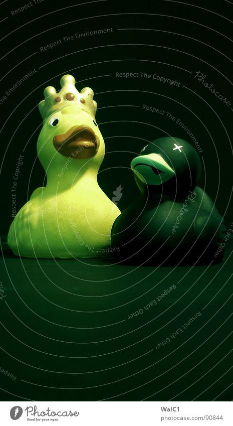 Suchtflucht Vol. III blau schwarz gelb Tod Spielen orange Rücken Nebel Flügel Suche Spielzeug Rauch Statue Baumkrone Ente Schnabel