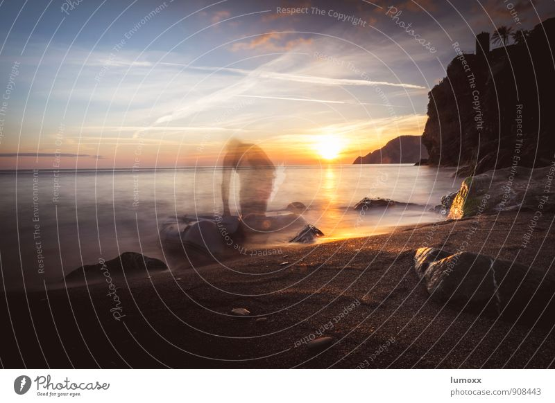 ghost paddler Mensch Himmel Wasser Meer Strand Küste Horizont Wellen gold Italien Verstand Ruderboot geisterhaft Steinstrand aufbrechen Schlauchboot