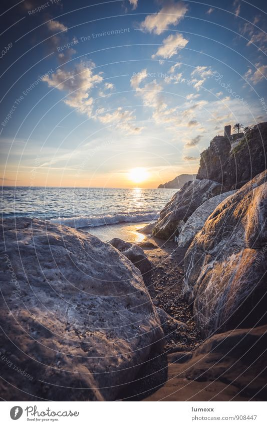 tramonto Himmel blau Wasser Sommer Meer Wolken Strand Wärme Küste grau Sand Felsen gold Palme Ligurien