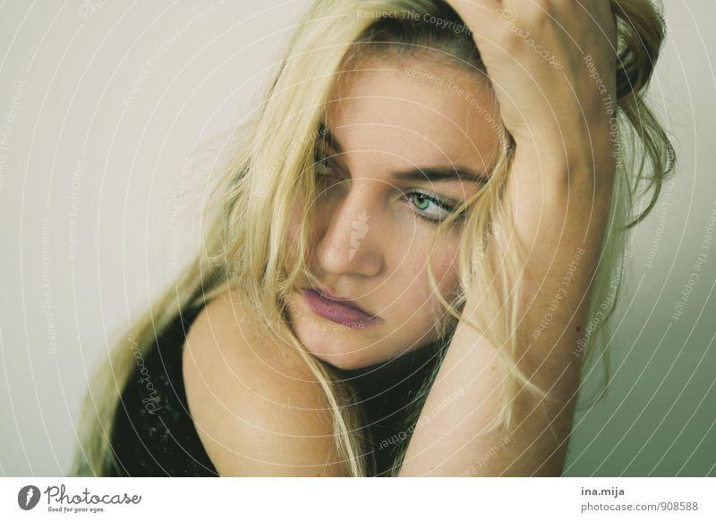 hoffentlich wird es Hoffnung geben Mensch Jugendliche Junge Frau Einsamkeit ruhig 18-30 Jahre Erwachsene Gesicht Traurigkeit Gefühle feminin blond Sehnsucht