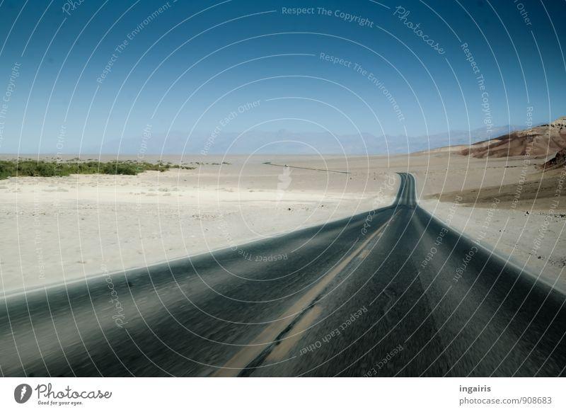 Fahrn Fahrn Fahrn! Umwelt Sand Himmel Wolkenloser Himmel Schönes Wetter Berge u. Gebirge Wüste Menschenleer Verkehr Verkehrswege Straßenverkehr Unendlichkeit
