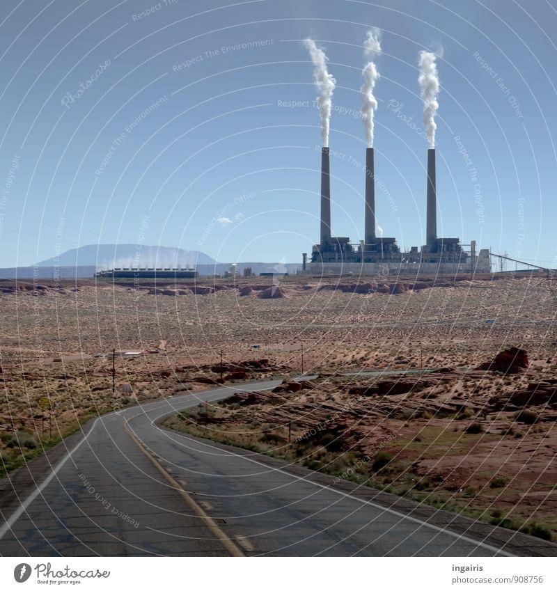 Rauchzeichen Wirtschaft Industrie Umwelt Landschaft Himmel Sonnenlicht Berge u. Gebirge Wüste Menschenleer Industrieanlage Fabrik Schornstein Straße trist