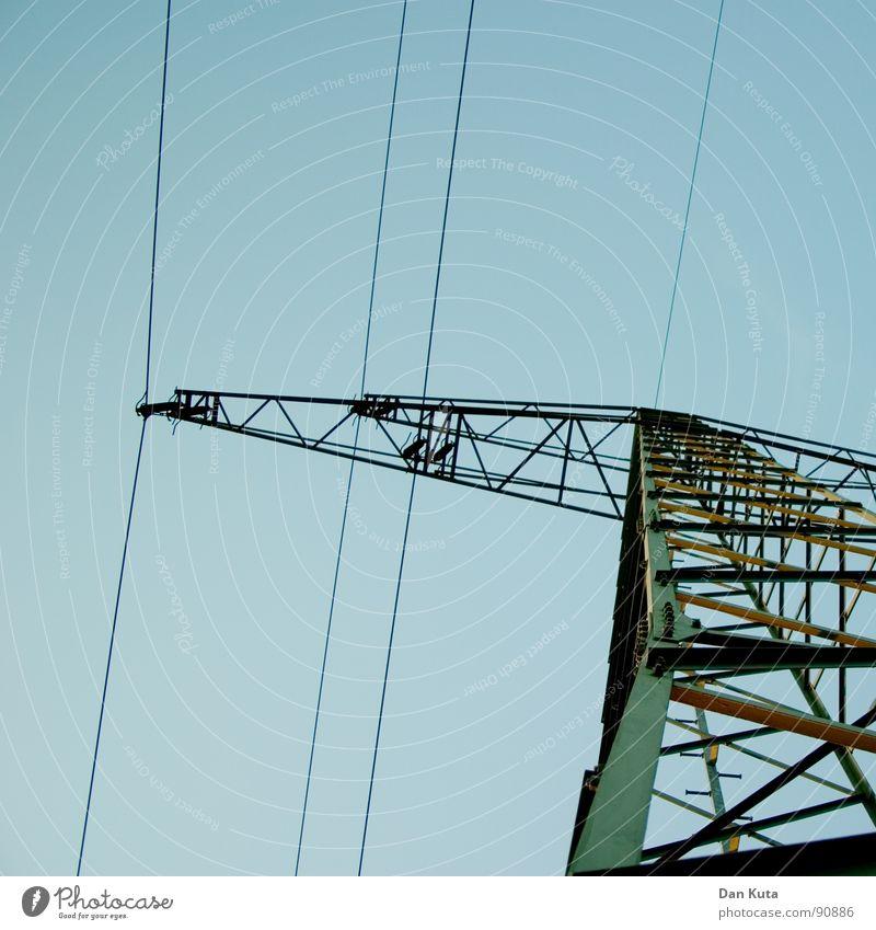Strom aufwärts Himmel blau Industrie Elektrizität offen dünn Strahlung Bauwerk Strommast edel Draht Leitung zierlich Ehrlichkeit aufregend Tour d'Eiffel