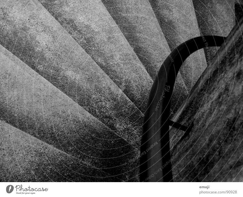 stairs schwarz weiß dunkel körnig Vogelperspektive gehen Schwarzweißfoto Stein Mineralien Treppe Geländer Schatten trist shadow black white b/w herab abwärts