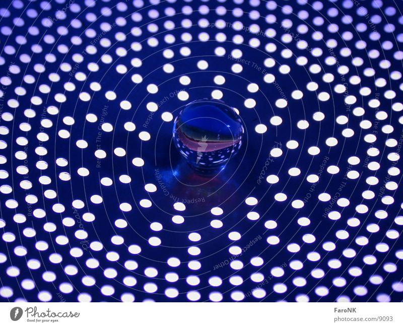 Murmel_01 Loch Makroaufnahme Nahaufnahme Kugel Glas blau