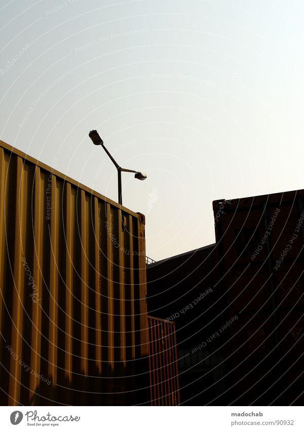 EBENEN Himmel blau Farbe Lampe Beleuchtung orange Industrie Ecke Güterverkehr & Logistik Niveau Schriftzeichen Hafen Lastwagen Laterne Rad Stahl