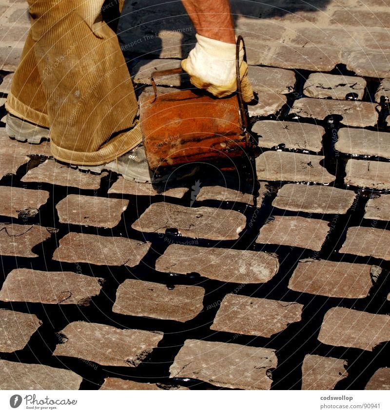 guss genoss Straße Regen Konzentration Handwerk Kopfsteinpflaster Teer Eimer füllen Geschicklichkeit Straßenbau