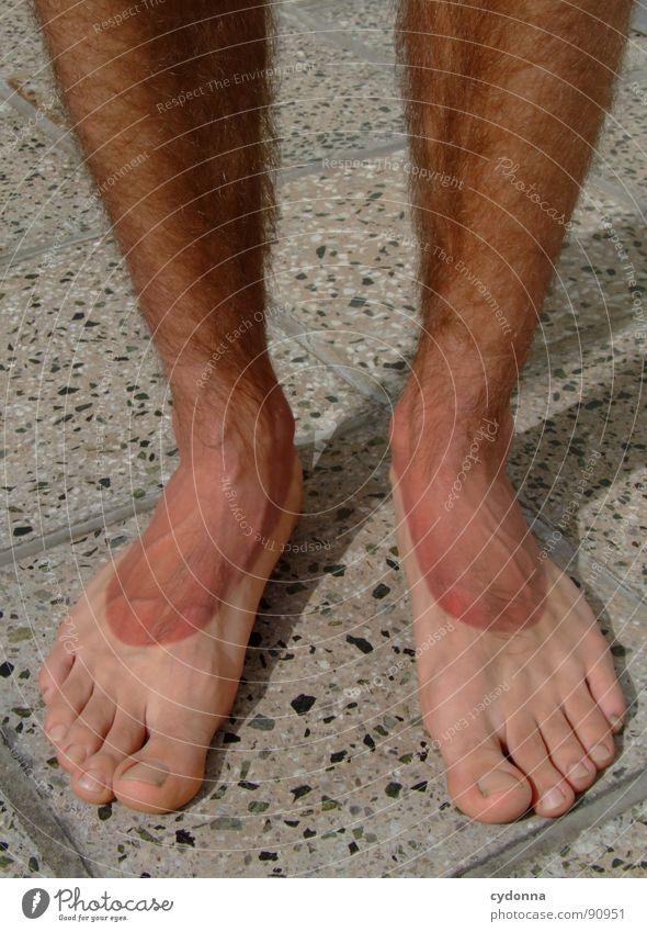 TOURIST II Mann Kerl Unterleib Gefühle stehen dünn Sonnenbrand Hautfarbe gerötet Sonnencreme Erfahrung Tourist Fußspur Silhouette Sonneneinwirkung Reihe