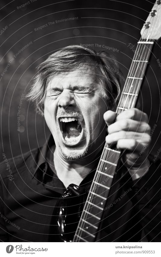 rockstar Mensch Mann Erwachsene Lifestyle Musik Coolness Bart Leidenschaft Schmerz schreien Bühne Gitarre selbstbewußt Künstler Musiker Sänger