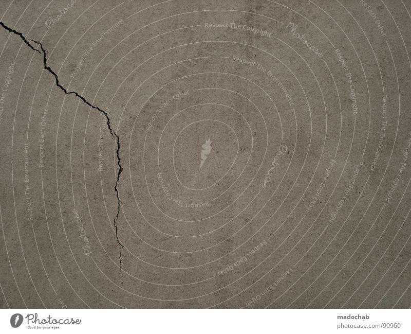 BROKEN WINDOWS - BROKEN BUSINESS Müll Wand Verfall kaputt Beton Asphalt Reifenspuren Fußspur Muster Hintergrundbild verfallen Zeit Mauer unaufmerksam Unfall
