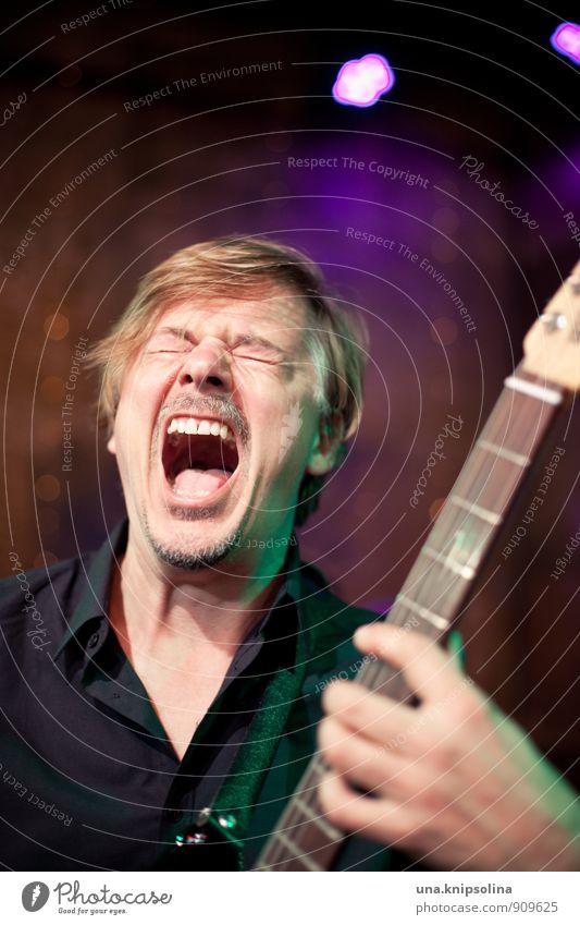rock on! Mann Erwachsene 1 Mensch 30-45 Jahre Musik Konzert Sänger Musiker Gitarre Rockmusik Popmusik Hemd blond Bart schreien verrückt wild Freude Euphorie