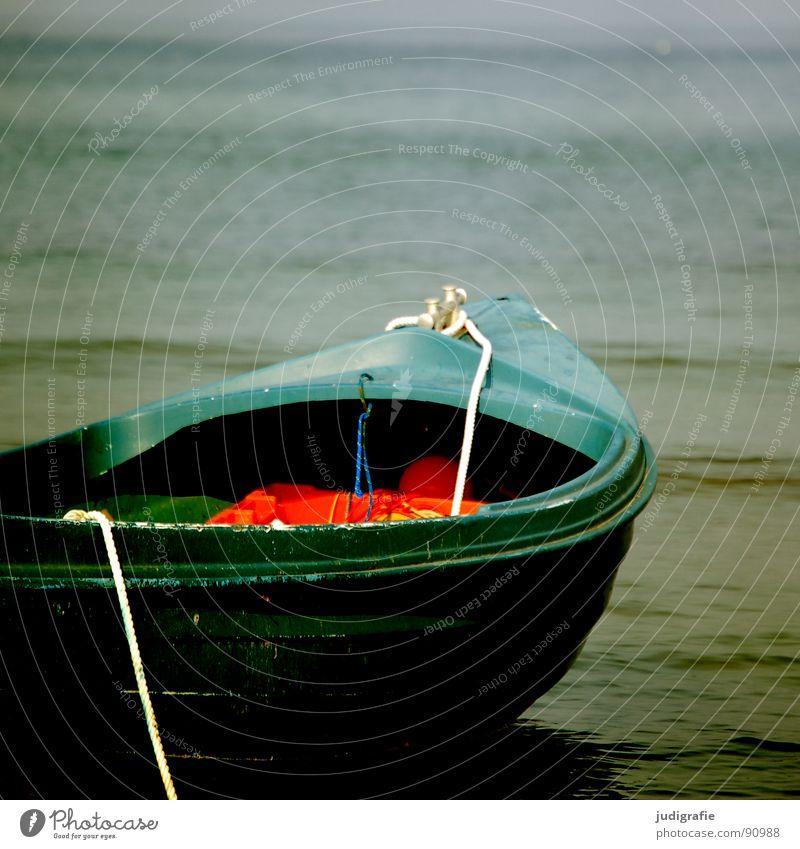 Ruhe See Wasserfahrzeug rot Anker ruhig Ferien & Urlaub & Reisen Liegeplatz Ankerplatz Schifffahrt Befestigung Schwimmweste Abdeckung Sommer Strand Küste Ostsee