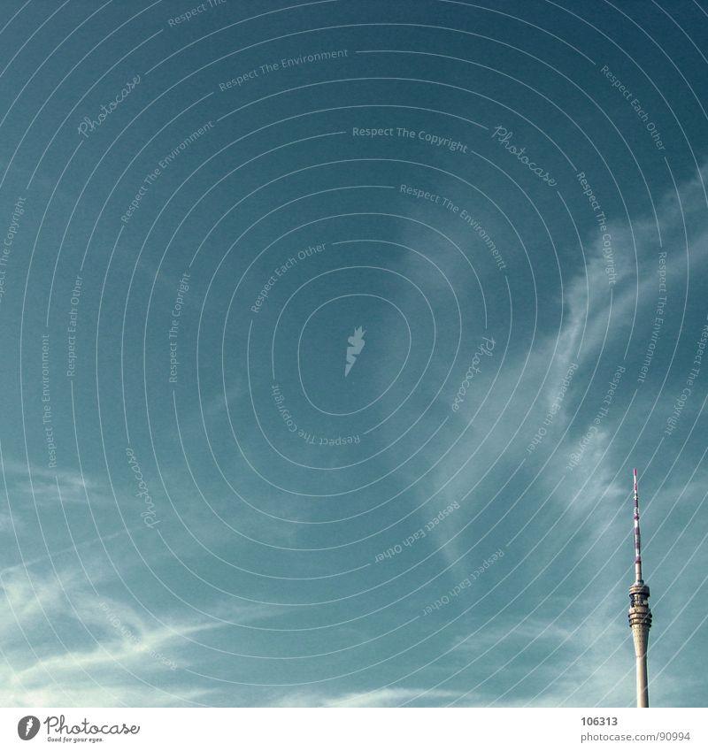 MINIMAL_CORNER: SICHTBARE VERSTRAHLUNG Himmel Wolken Ferne Architektur klein Wellen groß hoch modern gefährlich Kreis Macht Ecke Turm bedrohlich Spitze