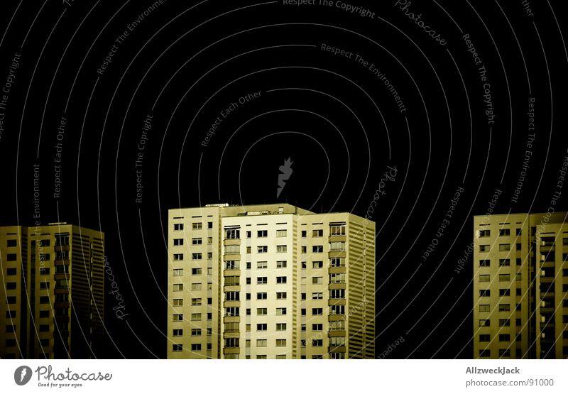Schließfachbewohner Ghetto Potsdam Plattenbau Hochhaus Wohnhochhaus Haus einheitlich dunkel Nacht Balkon Sanieren obskur Häusliches Leben Studium vignette