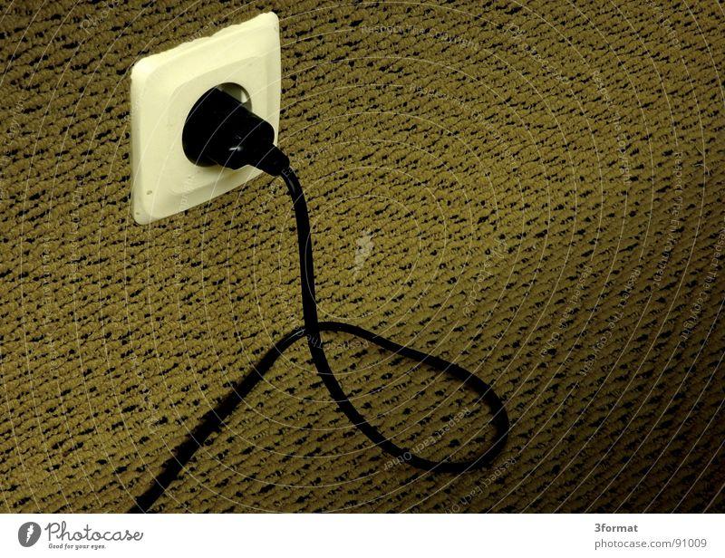 stecker Einsamkeit kalt Wand Wohnung Elektrizität trist Technik & Technologie Kabel Fernsehen Innenarchitektur Tapete Verbindung Langeweile Draht Teppich Leitung