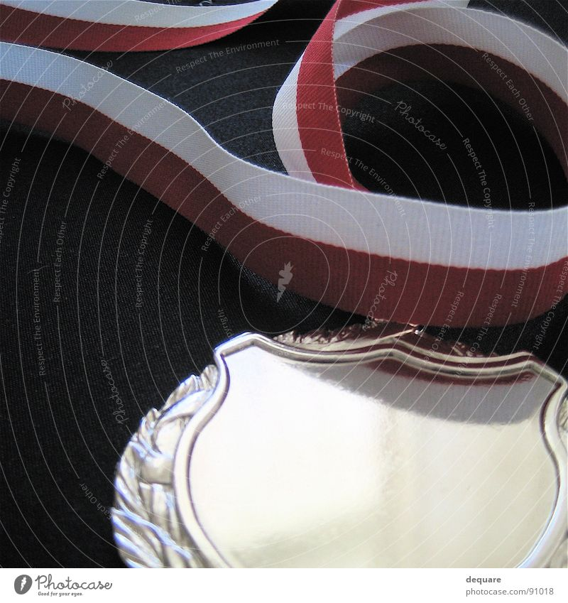 Erster Glück Freizeit & Hobby Erfolg Schnur silber Silber Bildausschnitt Anschnitt Medaille Plakette Objektfotografie Preisverleihung rot-weiß anerkannt