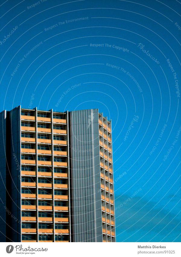 BLUUUU SKY Himmel Ferien & Urlaub & Reisen Stadt blau weiß Landschaft Ferne Strand gelb Beleuchtung Gebäude grau Lampe Linie Wohnung träumen