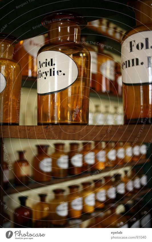 Wellnessbereich der Giftmischer (2.Aufguss) alt Gesundheit Glas Schilder & Markierungen Schriftzeichen Buchstaben Wissenschaften Kräuter & Gewürze Gesundheitswesen Rauschmittel Medikament Gift Chemie Schrank mischen Regal