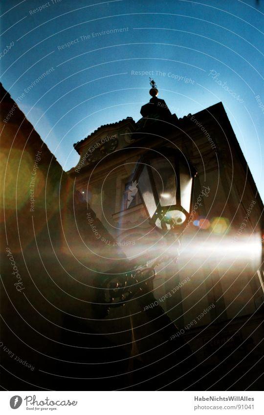 Schimmer Sonne historisch Straßenbeleuchtung Prag Blendenfleck Lichtfleck Synagoge