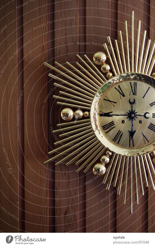 Exif-Time mal anders Uhr Wanduhr Holzwand Wandtäfelung Siebziger Jahre Zeit Ziffern & Zahlen Römische Zahlen Gold Kitsch Schmuck Erbe geschmackvoll schön