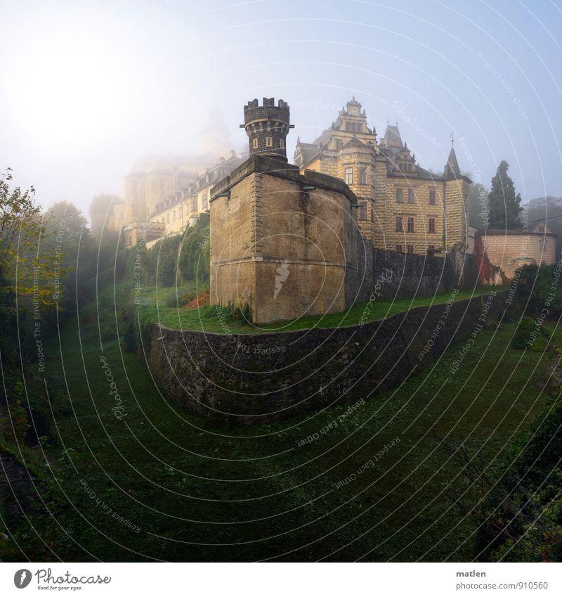 Wallenstein`s castle Altstadt Menschenleer Burg oder Schloss Mauer Wand Fassade Balkon Fenster Tür Dach Wahrzeichen Denkmal blau braun grün weiß Bastei