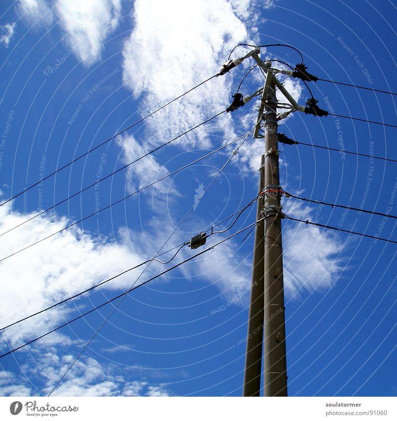 Wireclouds Himmel weiß blau schwarz Wolken Ferne grau Beton hoch verrückt Industrie modern Elektrizität Ecke gefährlich Technik & Technologie